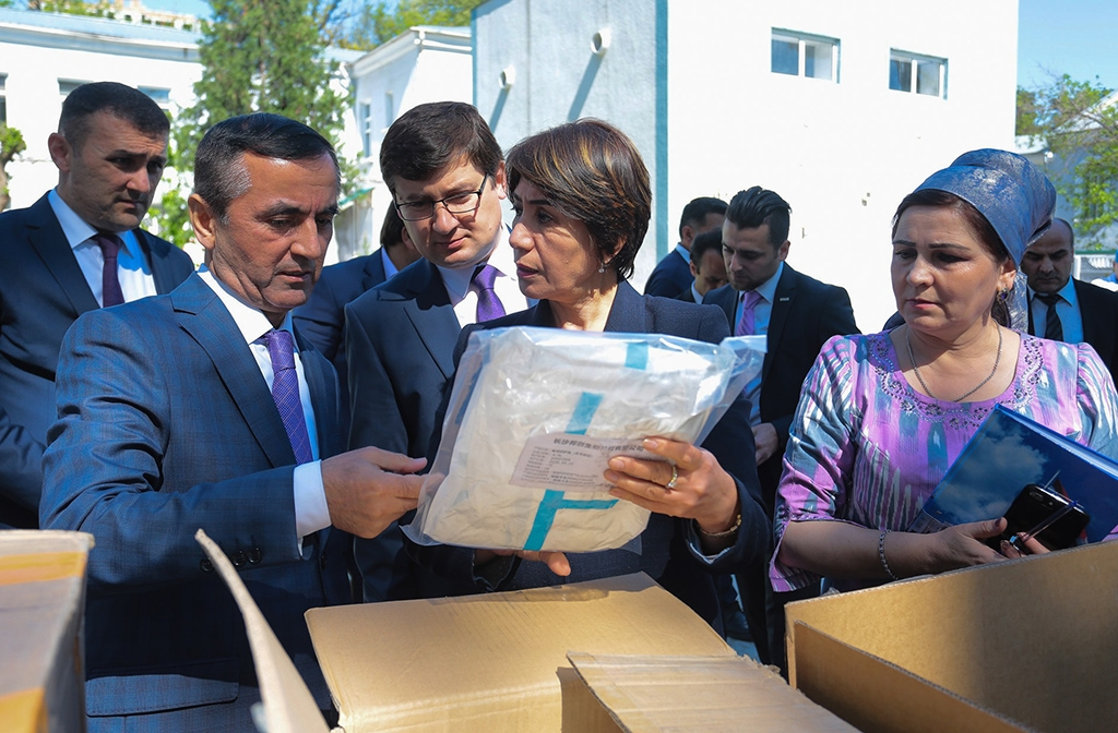 The Health Ministry receiving protective equipment on April 16. (TGEM)