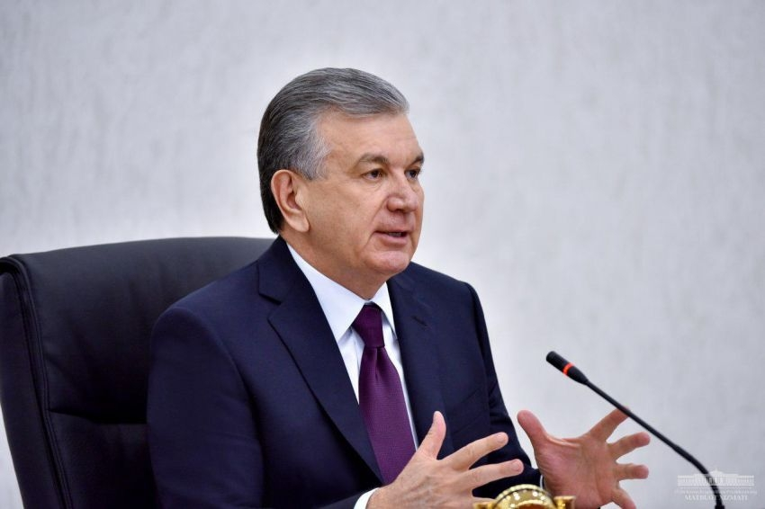 On the move: President Shavkat Mirziyoyev speaking at April 29 government meeting. (Photo: Presidential administration)