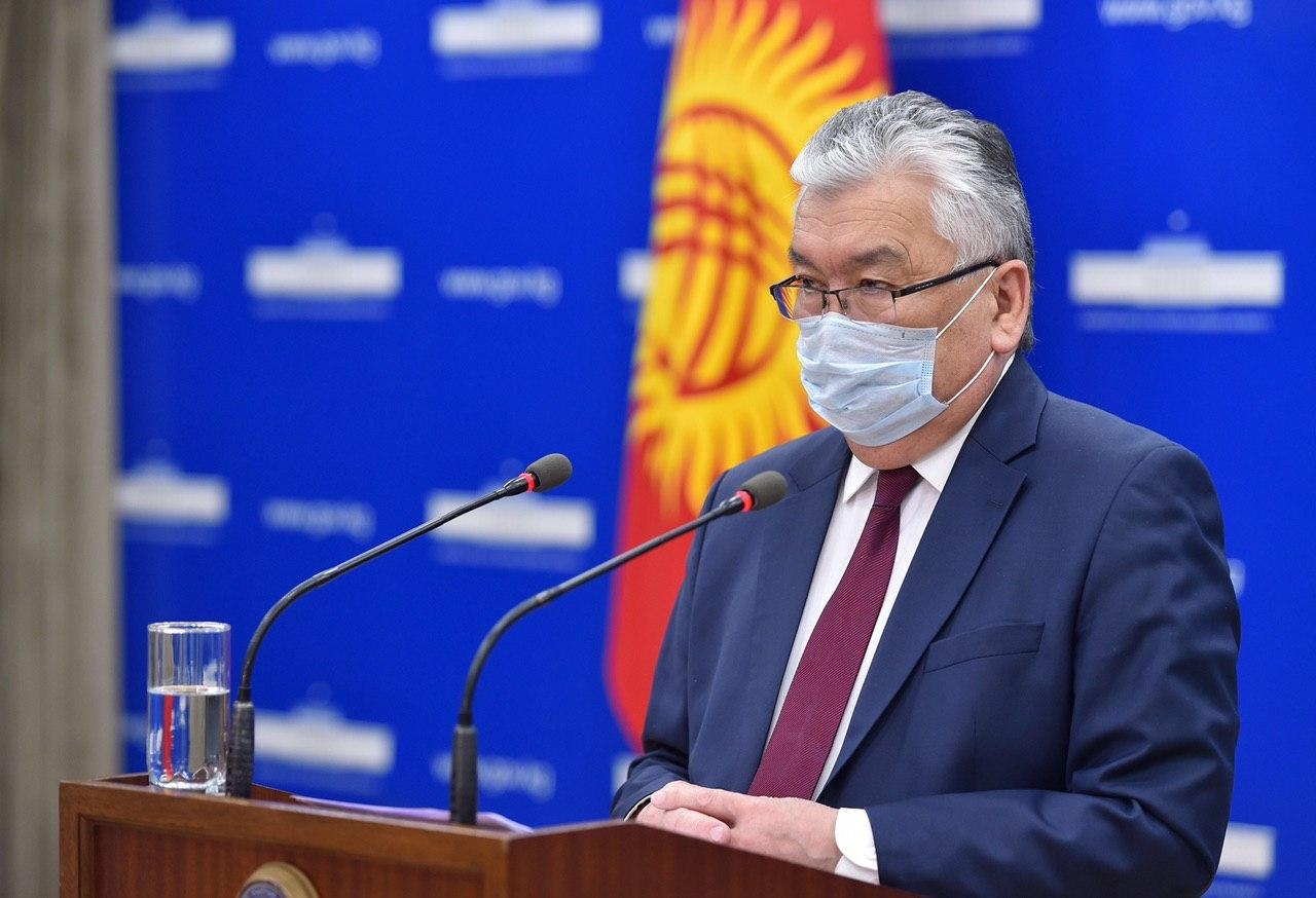 Kyrgyz Health Minister Sabirzhan Abdikarimov delivering a briefing on April 3. (Photo: Government handout)