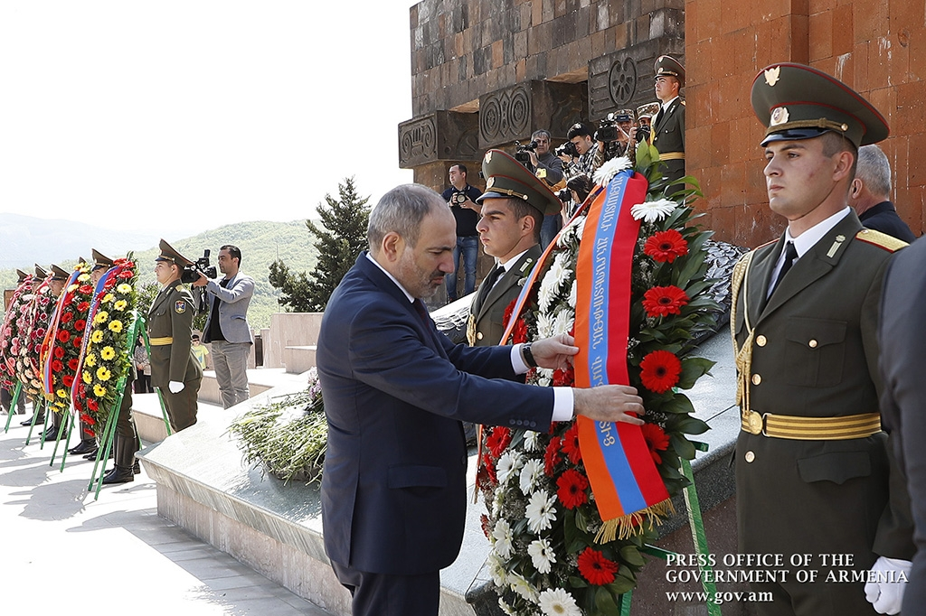 Pashinyan at a Victory Day ceremony in Nagorno-Karabakh this year. (primeminister.am)