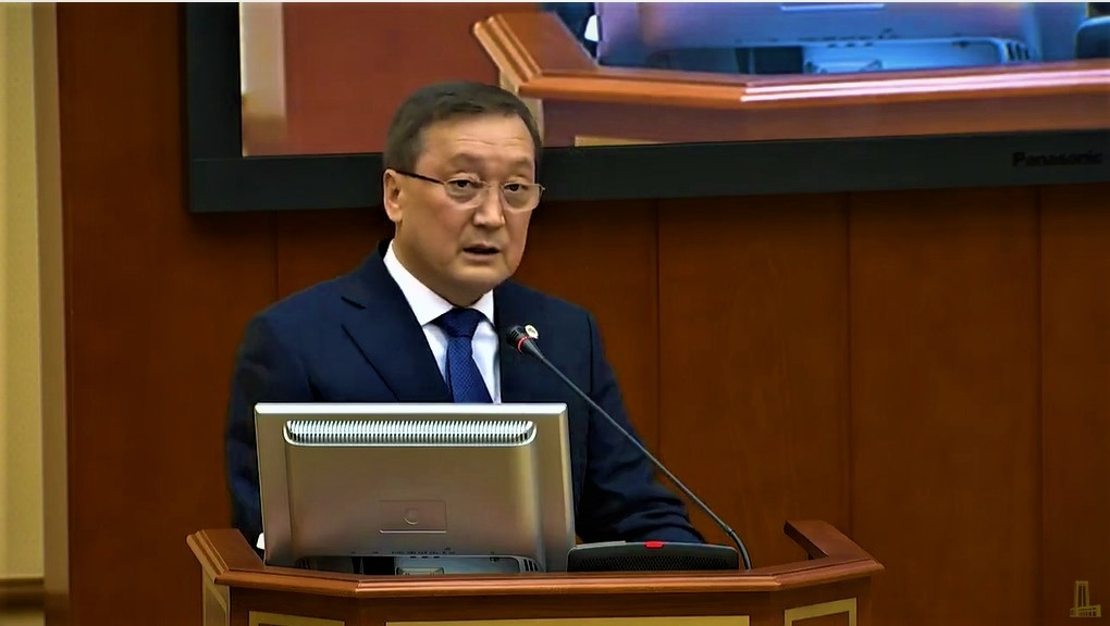 Food fighter: Agriculture Minister Saparkhan Omarov speaking at a recent government meeting. (Photo: Kazakhstan government website)