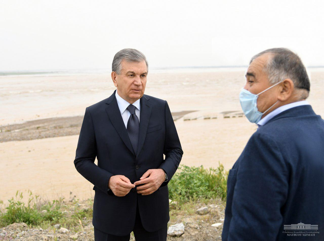 Flood for thought: Mirziyoyev at the site of the dam burst in the Sirdaryo region. (Photo: Presidential press service)
