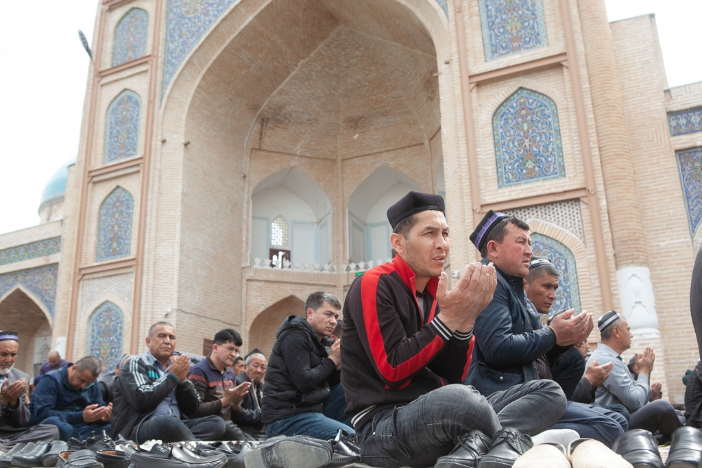 Friday prayers at a mosque in Kokand (David Trilling)