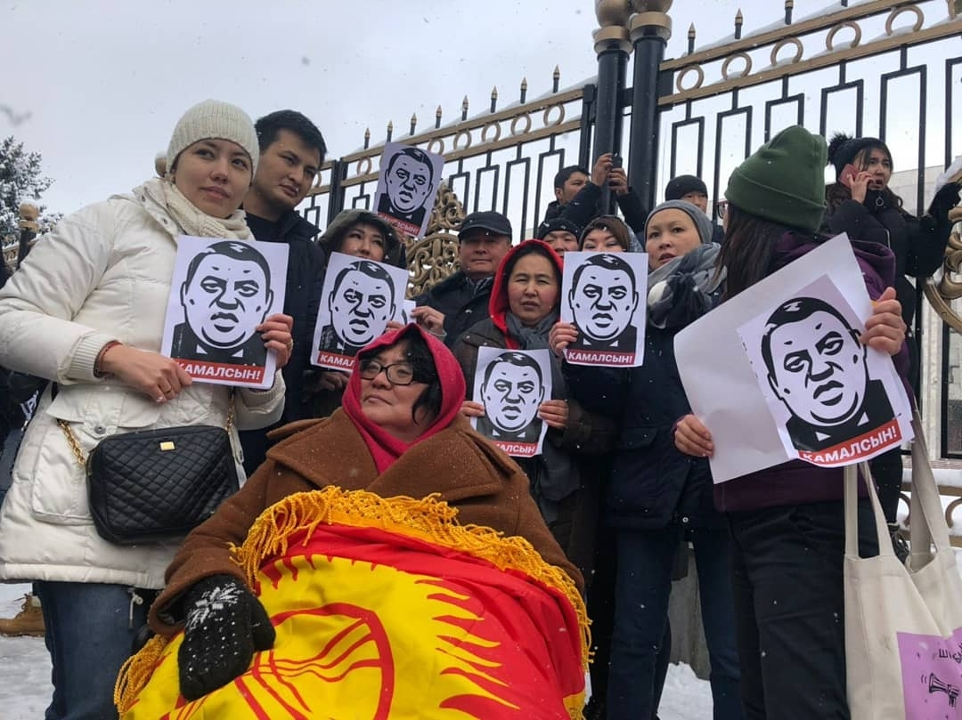 Protestors hold rally against corruption in Bishkek in November 2019. (@umut2020kg)