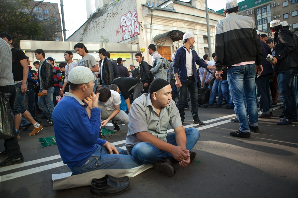 Which way to go? Migrant workers in Moscow (David Trilling)