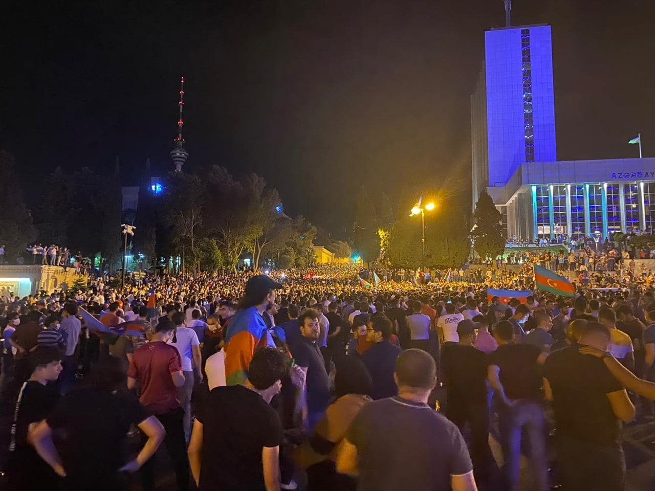 Pro-war Azerbaijani protesters break into parliament | Eurasianet