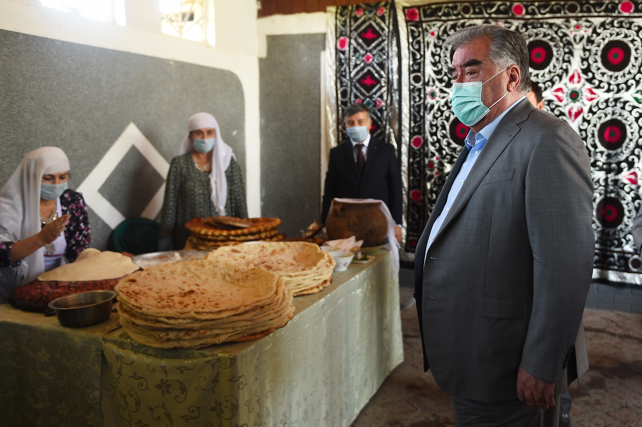 Asking for bread: Rahmon at a recent visit to a bakery. (Photo: Presidential administration)