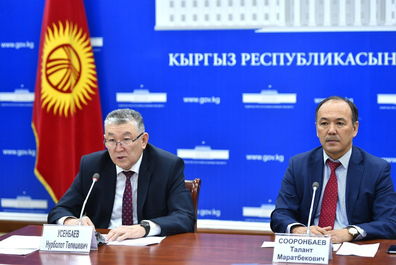 Usenbayev, left, speaking at the briefing. (Photo: Government Telegram feed)