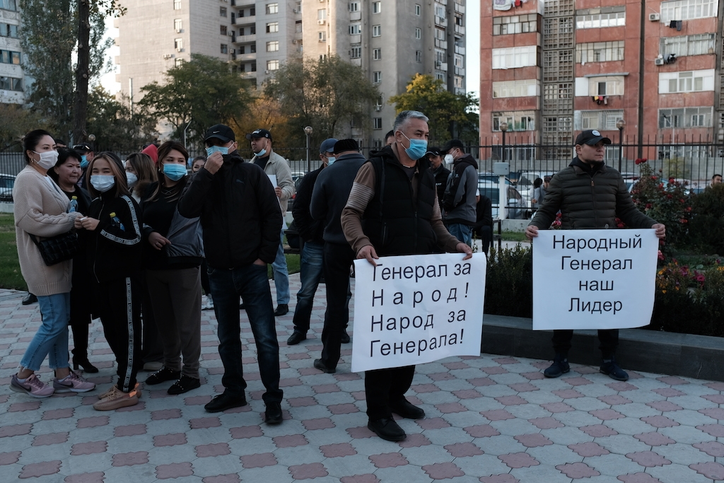 Supporters of former deputy Interior Minister Kursan Asanov at a court hearing on October 12. (Photo: Danil Usmanov)