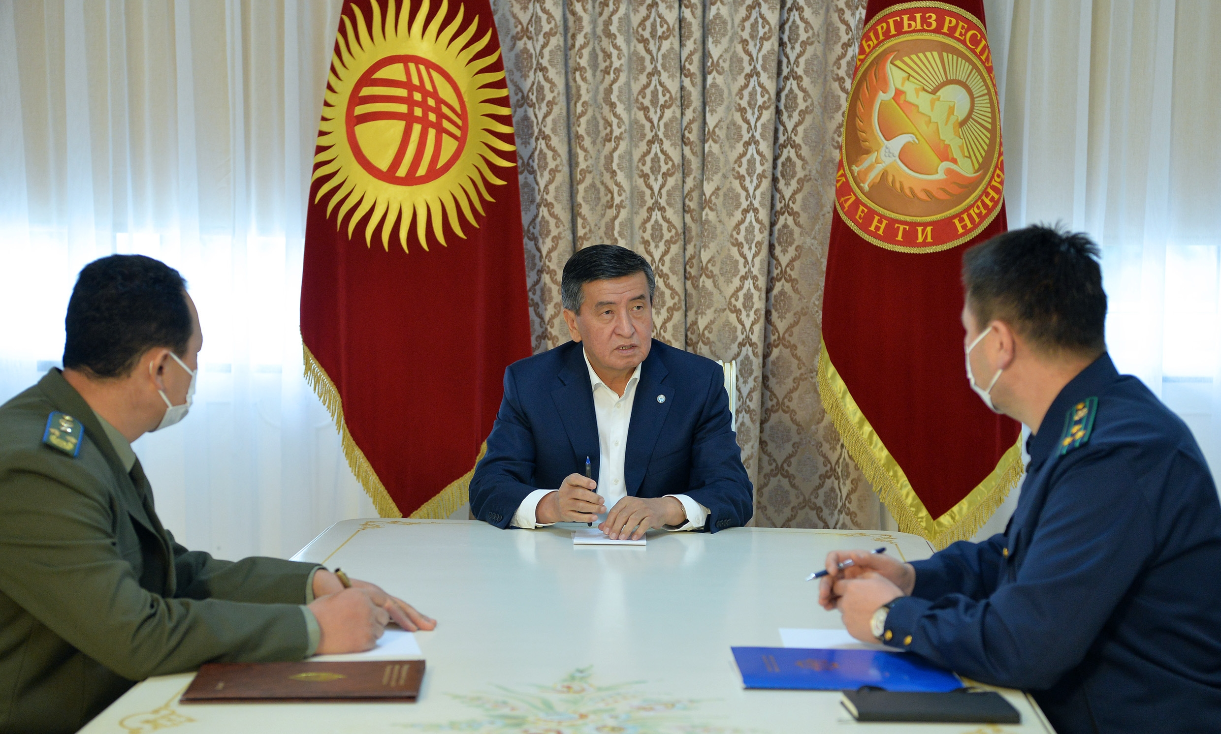 In charge: Jeenbekov meeting with Saliyev, left, and Dardanov, on October 12. (Photo: Presidential administration)