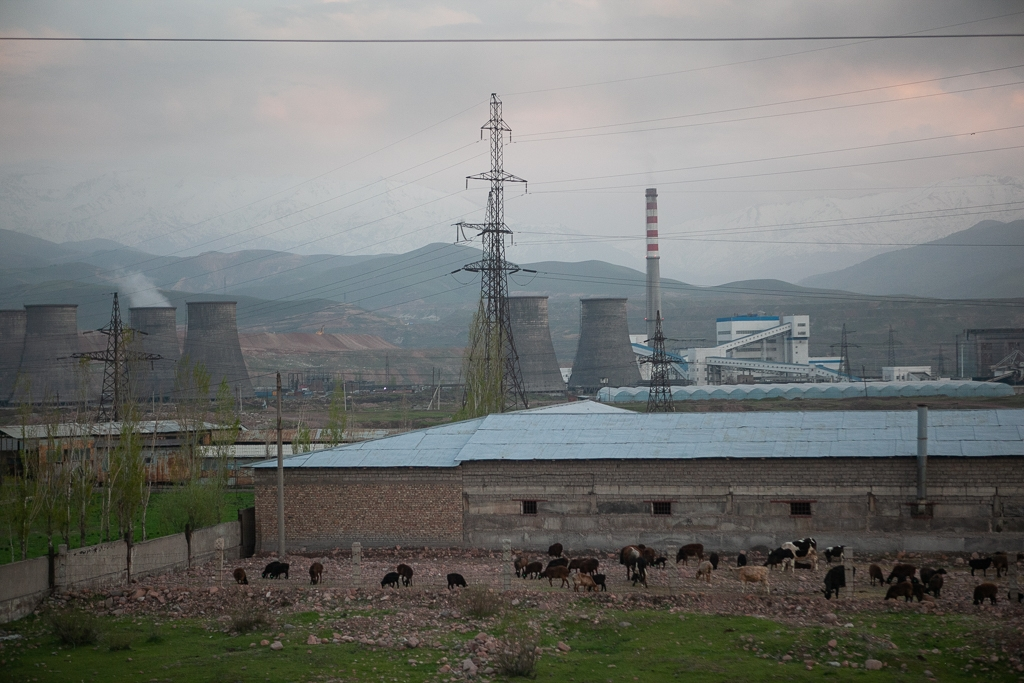 A coal-fired heating and power plant in Angren (Eurasianet)