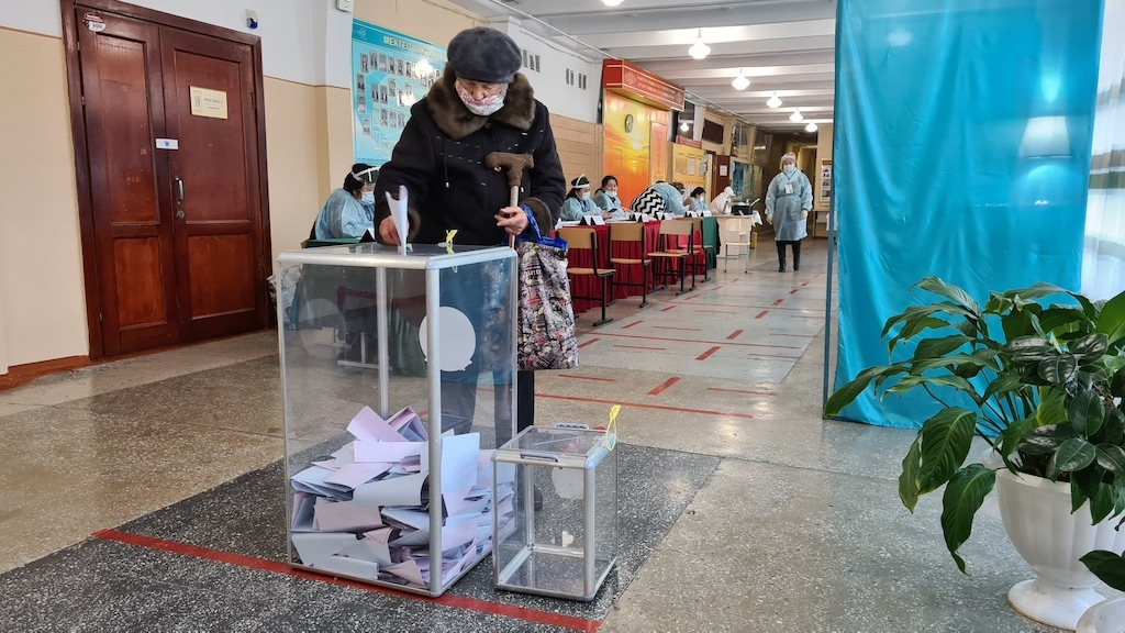 A voter casting her ballot at a polling station in Almaty. (Photo: Almaz Kumenov)