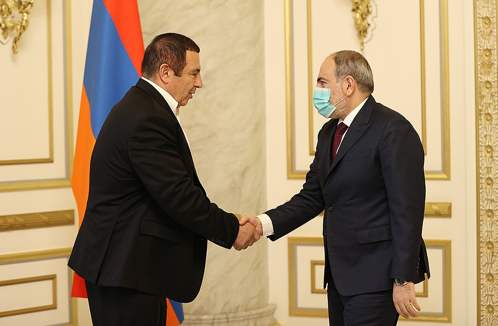 Tsarukyan and Pashinyan strike a deal (government handout)