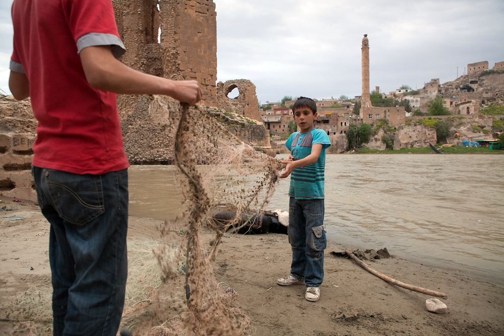 Local boys prepare their nets for an evening of fishing the Tigris river.