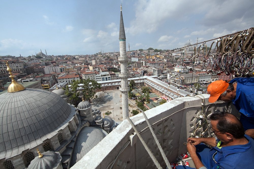 There are only six electricians remaining who make and install the lights at Istanbul's five major mosques.