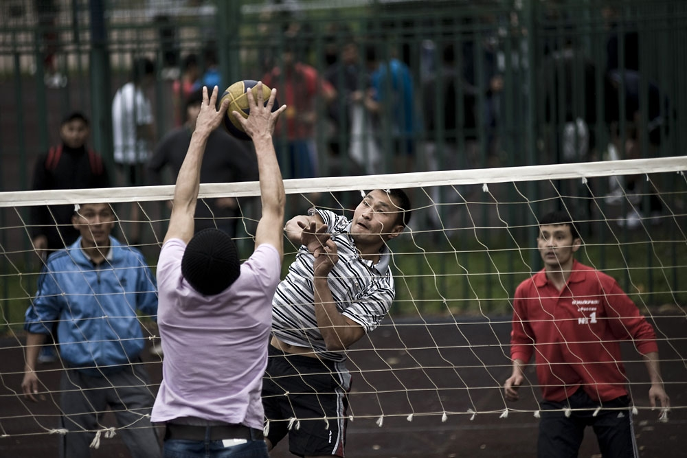 The volleyball tournament takes place in Moscow near the Kantemirovskaya metro station.