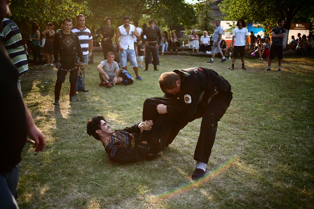 Many of the moves and dodges in traditional Georgian combat resemble those of the Oriental martial arts.
