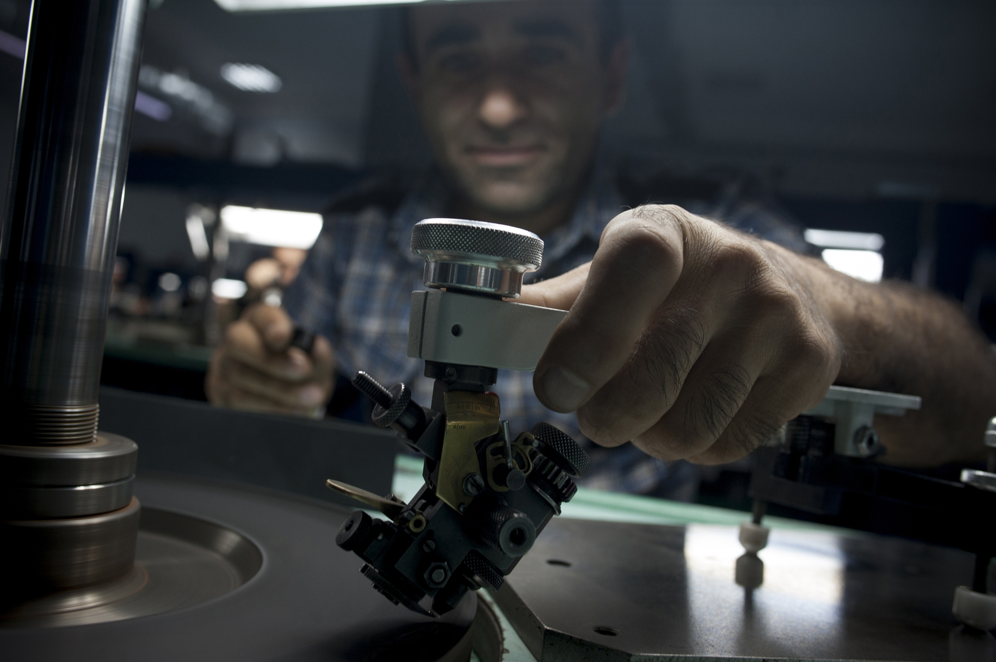 A polisher adjusts his machinery before starting on a new rough diamond.