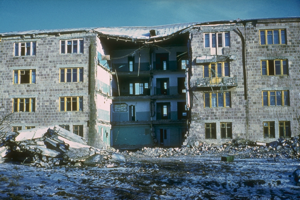 In and around the devastated cities of Spitak and Leninakan (now Gyumri) 25,000 people died.