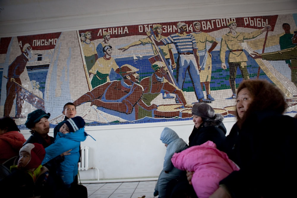 A mural in the Aral train station celebrates the local fishing industry.