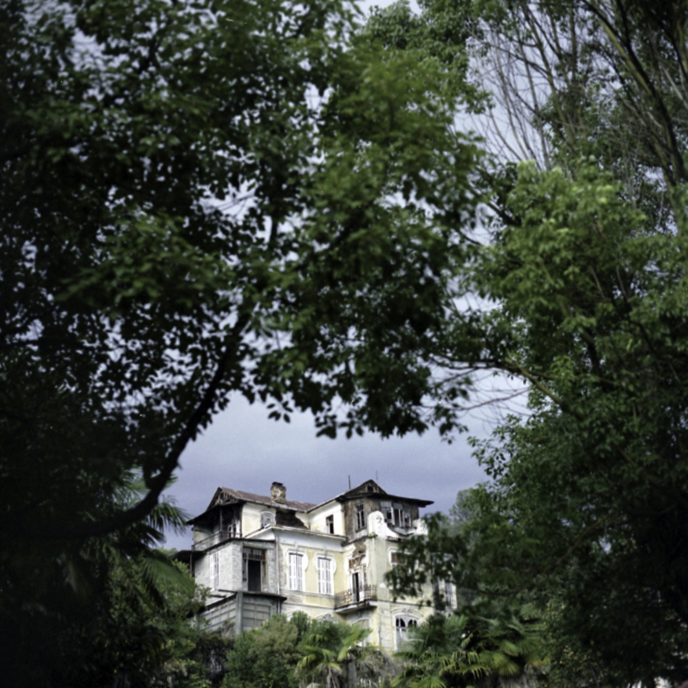 Prince Georgy Chachba's villa, built in 1907, is privately owned, partially inhabited and suffers from considerable damage.